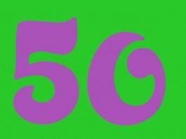 Die Zahl 50 - lila auf grünem Grund