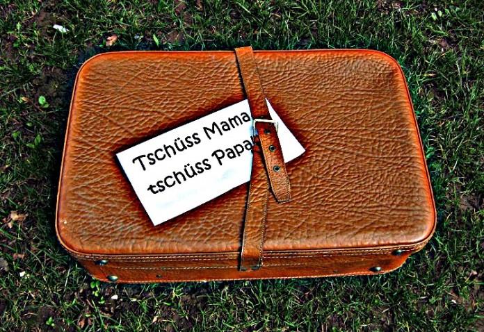 Brauner Koffer mit Zettel