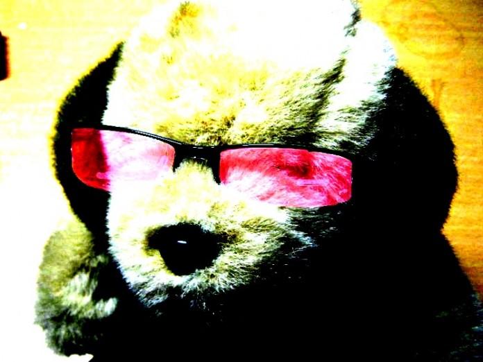 Stofftier mit rosa Brille