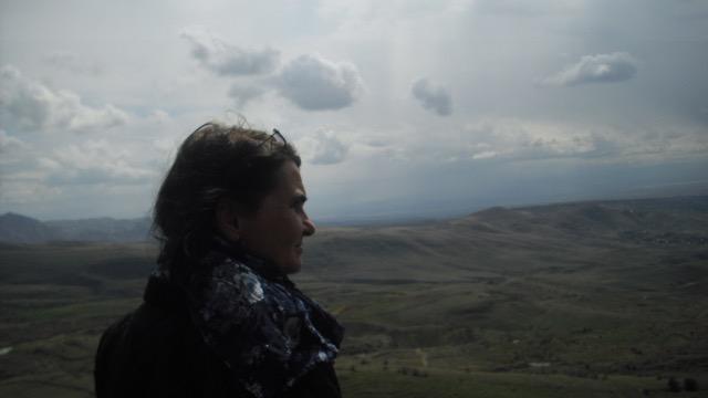 Carmen Lobato vor dem Berg Ararat © Charlotte Lyne