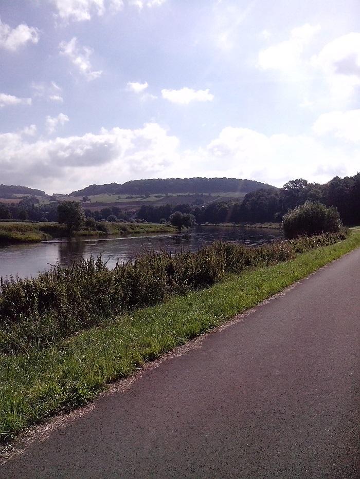 Die Weser vom Weserradweg aus gesehen - ohne Autobahn